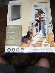 "PetSafe® 10.12"" x 16.25"" Large White Plastic Pet DoorModel Number:HPA11-10968"