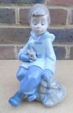 NAO by LLADRO BOY Holding Figurina Coniglio
