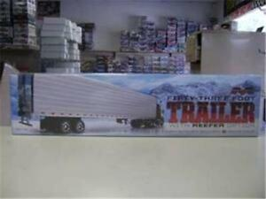 Moebius 1302 Fifty-Three Foot Trailer with Reefer option model kit