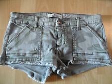 HOLLISTER coole Jeans Hotpants Camouflage Optik khaki Gr. 26 TOP SH316