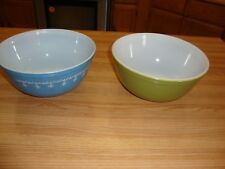 2 VINTAGE PYREX MIXING BOWLS BLUE AND AVOCADO  MADE IN U.S.A. 403  2 1/2 QT