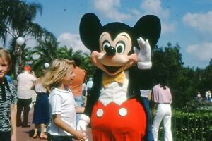 35mm SLIDES : DISNEY WORLD : CLASSIC SCENES FROM THE MAGIC KINGDOM & CHARACTERS