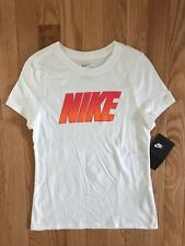NWT Nike Girls SS White NIKE Tee-Shirt AR0710-100 A78