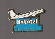 pin's Novotel - Aéroport de Lille (avion)