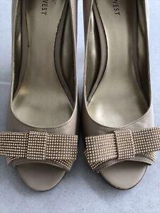 Nine West Shoes Size 7 - 7.5 Beige Gold
