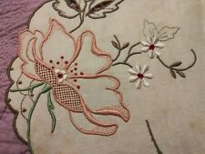 Gorgeous Unused Embroidered/ Cutwork Madeira Linen Placemat w/ Paper Tag 19x14.5