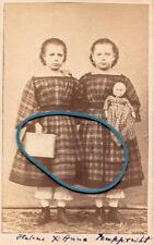 Helene & Anna Rupprecht mit Puppe, Zwillinge, twins, des sœurs jumelles, 1860er