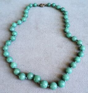 """Graduated GREEN Speckled JADE BEAD NECKLACE Knotted on SILK CORD 21.5"""" Long VTG"""