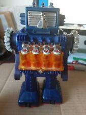 robot made in Japan  21cm - plastique et tole . bel etat - fonctionne- AN 70