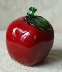Beautiful Vintage Murano Hand Blown Art Glass Red Apple