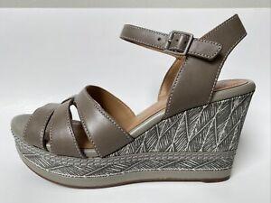 Clarks Collection Zia Noble Sage Sandal Shoe Size 9.5M NWOB