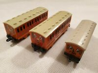 ERTL Thomas the Tank Engine Carriages Annie and Clarabel Carriages