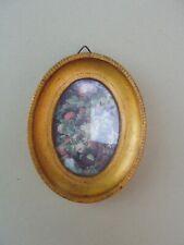 Petit cadre ovale en bois doré pour miniature