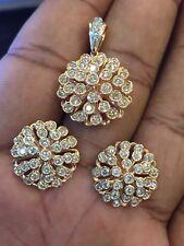 Classy 2.51 Carats Round Brilliant Cut Diamonds Pendant Earrings Set In 14K Gold