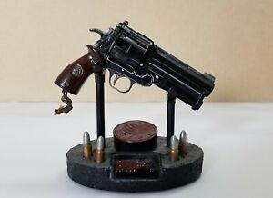 Hellboy - The Samaritan 1:4 scale prop replica, Sideshow collectibles
