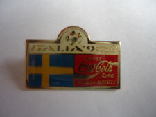 Pin's pin FOOTBALL ITALIA 90 COCA COLA SUEDE ( ref CL15 )