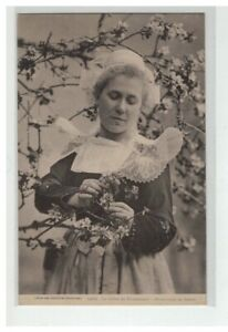 29 Fouesnant The Cider Apple Tree IN Flowers Headdress Breton Serie Industries