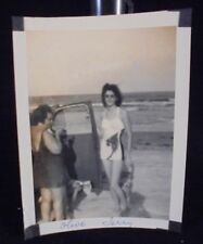 VINTAGE PICTURE OF BEAUTIFUL WOMEN SMOKING AT THE BEACH PHOTO PHOPTGRAPH