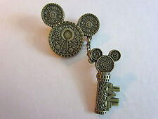 Disney Mickey Icon Lock and Key Pin 2 pins linked by chain