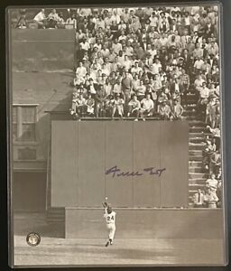 WILLIE MAYS signed 'THE CATCH' AUTHENTIC 8x10 PHOTO  ~'SAY HEY' Hologram