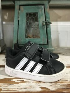 Classic Adidas Shoes Sneakers Kids Size 5 Black