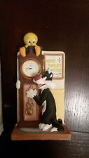 LOONEY TUNES 3D Tweety Bird Sylvester Quartz Shelf/Desk Clock