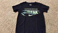 "Nike Graphic ""WINNING STREAK"" T-Shirt Boys Size S Athletic Cut Black Green Blue"