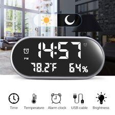 Wecker digital mit LED dimmbar Display, Alarmwecker Uhr Tischuhr Temperatur USB