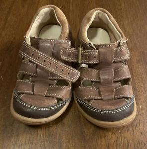 Clark's Toddler Buckle Brow Leather Sandal Boys Size 8 Lightly Worn EUC