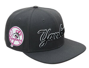 NEW YORK YANKEES SCRIPT WORDMARK SNAPBACK HAT Pro Standard Gray