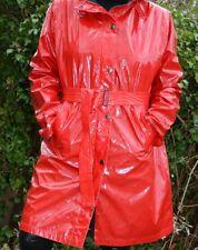 Leuchtend roter Lackmantel, Regenmantel - Herluf Designs