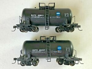 2 Roundhouse built HO Shorty Tank Cars - GATX 40621 & 40267 (metal wheels)