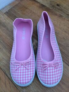 Ladies Pink And White Check Canvas Shoes Size 4