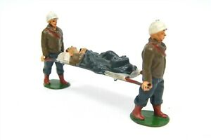 Vtg TIMPO TOYS WWII - Korean War Military Medic Hollowcast Soldiers w Patient