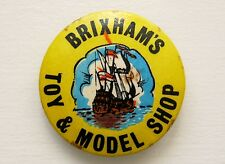VINTAGE BRIXHAM TOY & MODEL SHOP TORBAY DEVON GALEON SHIP PIN BADGE BUTTON