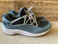 NIKE AIR HUARACHE LIGHT BLUE TRAINERS SIZE UK 8.5 NICE CONDITION
