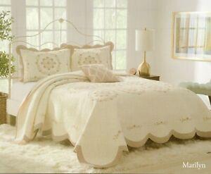 Nostalgia Heritage Full Bedspread Marilyn Floral Quilt Comforter Scalloped Edges