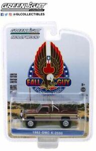 GREENLIGHT 44860F GMC K-2500 1982 Fall Guy Stuntman Association model brown 1:64