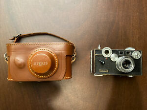 Early Argus C-3 35mm Rangefinder Camera Coated Cintar Lens 1940s W/leather Case