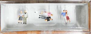 Preiser N #79209 Pedestrians -- Couples & Dog (Hand Painted) Very Nice Details