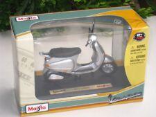 Maisto 1/18 Diecast Motorcycles Piaggio Vespa ET4 Silver 2003 Scooter