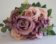 Fiori, petali e ghirlande bouquet rosa per il matrimonio