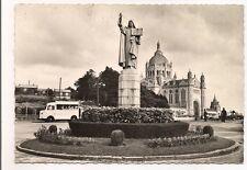 lisieux    statue de ste-thérèse vers la basilique