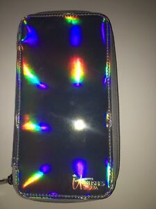 IT Cosmetics Highlight Brush In HOLOGRAPHIC CASE NEW! AUTHENTIC!