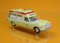 """Brekina STARMADA 13814-MERCEDES-BENZ//8 KTW /""""rädding ambulans Malmö/"""" 1:87"""