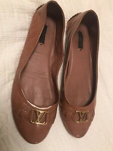 LOUIS VUITTON LV LOGO driving shoes flats TAUPE patent size 41 US 10 AUTHENTIC