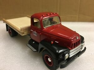 1/34 scale Firstgear custom International R200 IH dealer delivery lorry truck