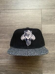 Mitchell & Ness NHL Florida Panthers Waxed Cotton Leather Strapback Hat