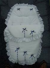 BABY'S Cosy Toes / Footmuff 3-in-1 in Bianco con nero e Royal Blue Ribbon