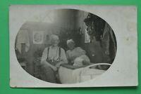 Foto AK Unterstand Quartier 1918 Soldaten Bett Ausrüstung Gasmasken Bilder 1.WK